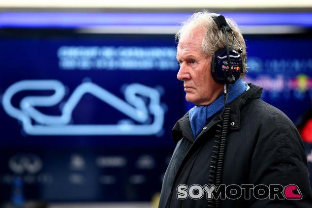 Helmut Marko durante los test en Barcelona - LaF1.es