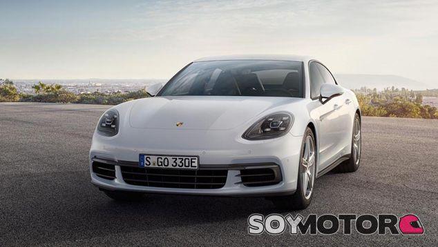 La berlina alemana posee ahora un nuevo motor eléctrico de 136 caballos - SoyMotor