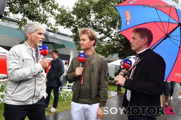Damon Hill (izq.) junto a Nico Rosberg en Melbourne – SoyMotor.com