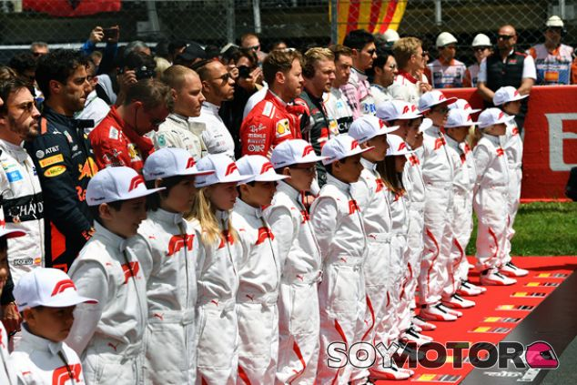 Pilotos y niños de parrilla en el Circuit de Barcelona-Catalunya - SoyMotor.com