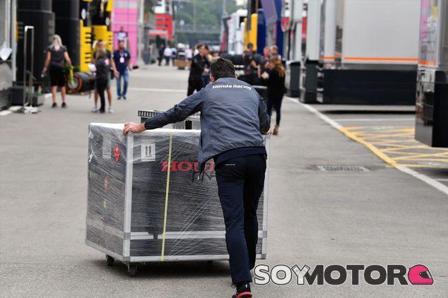 Cargamento de Honda en el Circuit de Barcelona-Catalunya - SoyMotor.com