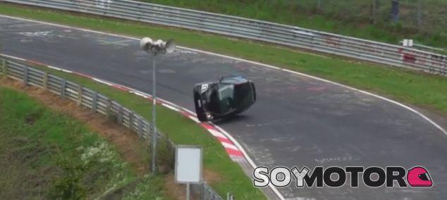 Un Honda Civic Type-R vuelca en Nürburgring - SoyMotor.com