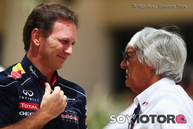 Christian Horner conversa con Bernie Ecclestone en el paddock de Baréin - LaF1