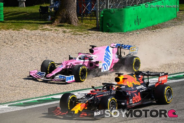 Pérez y Verstappen, luchando en Monza - SoyMotor.com