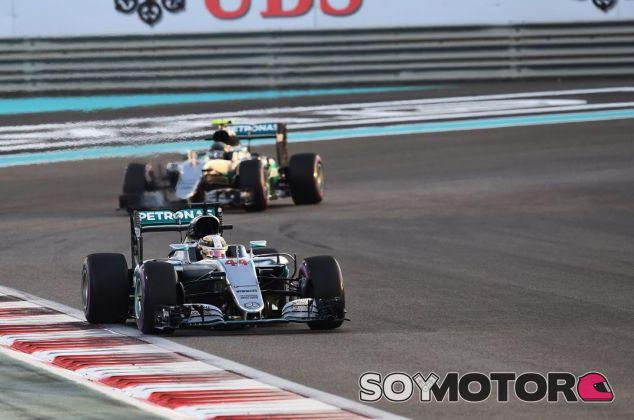 Hamilton ralentizó el ritmo para poner en peligro la segunda posición de Rosberg - SoyMotor