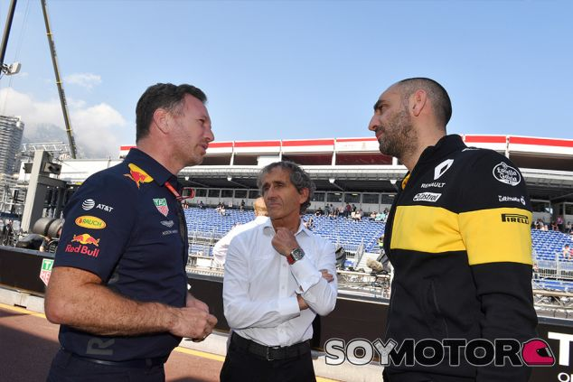 Christian Horner, Alain Prost y Cyril Abiteboul en Mónaco - SoyMotor.com