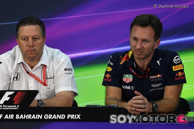 Zak Brown y Christian Horner, ayer en la rueda de prensa de la FIA - SoyMotor