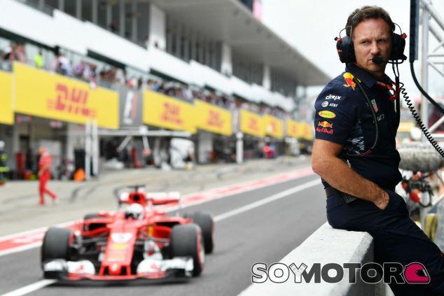 Horner y el monoplaza de Vettel en Suzuka - SoyMotor.com