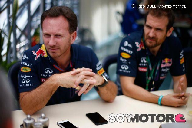 Christian Horner atendiendo a la prensa en Silverstone - LaF1