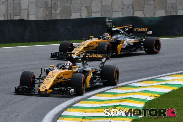 Hülkenberg y Sainz durante el GP de Brasil - SoyMotor.com