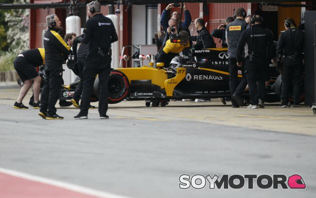Renault sólo puede completar media jornada de pruebas - SoyMotor