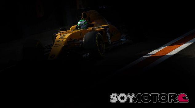 Nico Hulkenberg en su primer test con el fabricante francés - SoyMotor