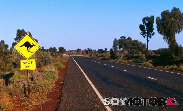 Amplia recta de la autovía Stuart en la que no existen límites de velocidad - SoyMotor