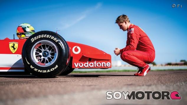 Mick Schumacher pilota el F2002 con el que su padre logró su quinto título – SoyMotor.com