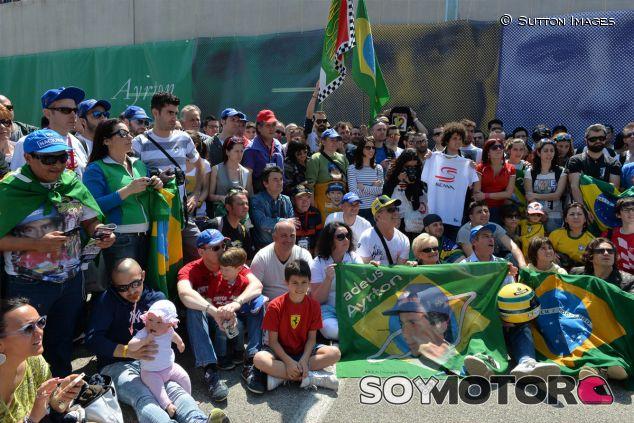 Homenaje multitudinario para Ayrton Senna en el circuito de Imola - LaF1
