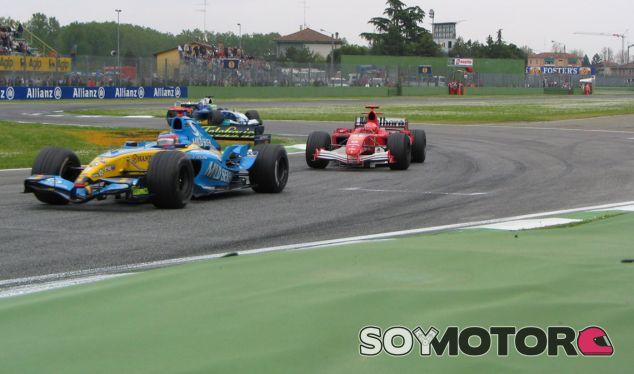 Schumacher y Alonso peleando en Imola 2005 - LaF1.es