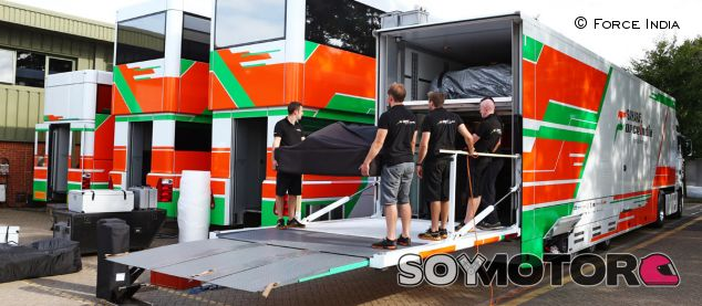 Descarga de material en Force India