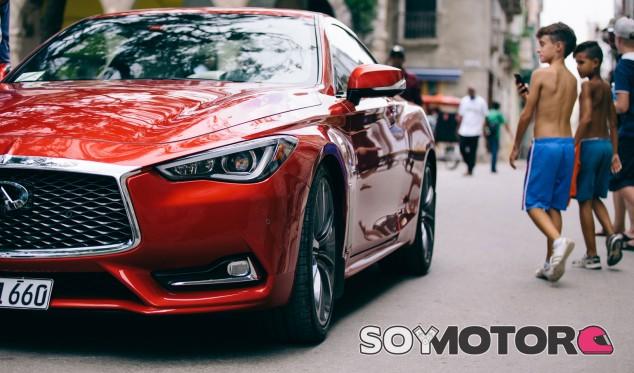 Infiniti Q60 Coupé de Alfonso Albaisa en La Habana - SoyMotor.com