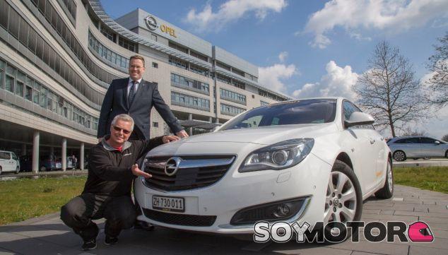 El Opel Insignia utilizado para la prueba estaba completamente de serie -SoyMotor