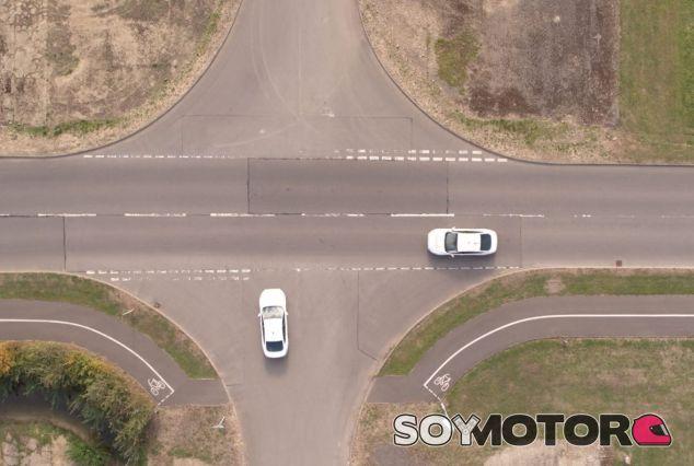 Ford prueba una tecnología que de los semáforos algo innecesario - SoyMotor.com