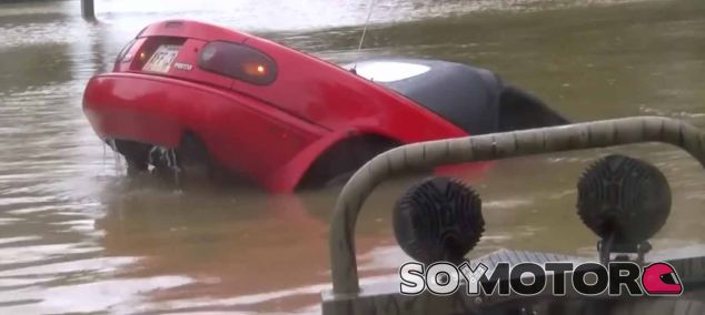 Inundaciones en Lousiana: salvados una mujer y su perro de un Mazda MX-5 a la deriva - SoyMotor