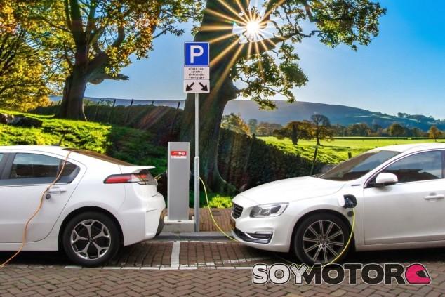 2.543 millones en electrificación de automóviles y 8.849 millones en infraestructuras para un parque móvil de cinco millones de eléctricos en 2030 es lo que estima el Gobierno - SoyMotor.com