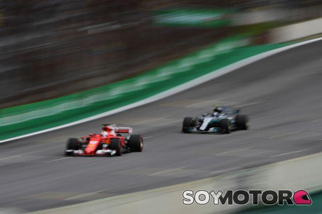 Vettel y Bottas durante el GP de Brasil 2017 - SoyMotor.com