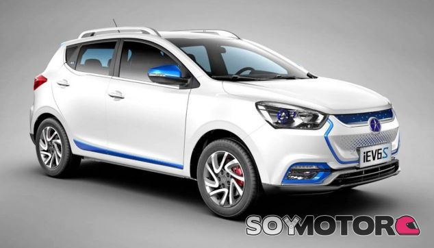 El JAC iEV6S, modelo que ilustra el artículo, será la base del SUV eléctrico de Seat en China - SoyMotor
