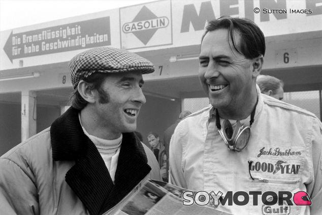 Jackie Stewart junto a Jack Brabham en el Nürburgring, en 1968 - LaF1