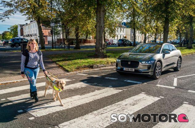 Jaguar i-Pace: el eléctrico que avisa a invidentes - SoyMotor.com