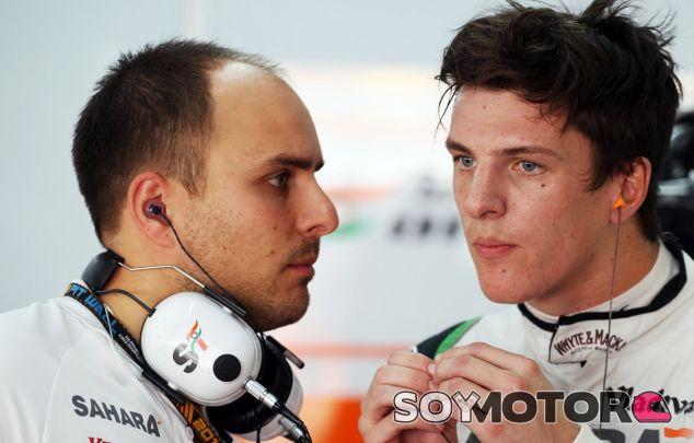 James Calado en el interior del box de Force India - LaF1