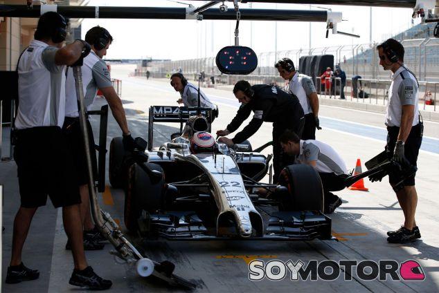 Jenson Button en los test de Baréin - LaF1
