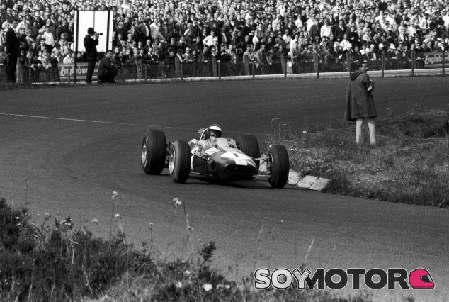 Jim Clark en el GP de Alemania de 1965, donde firmó su octavo Grand Slam – SoyMotor.com