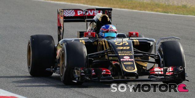 Jolyon Palmer con el Lotus E23 en los test de Barcelona - LaF1
