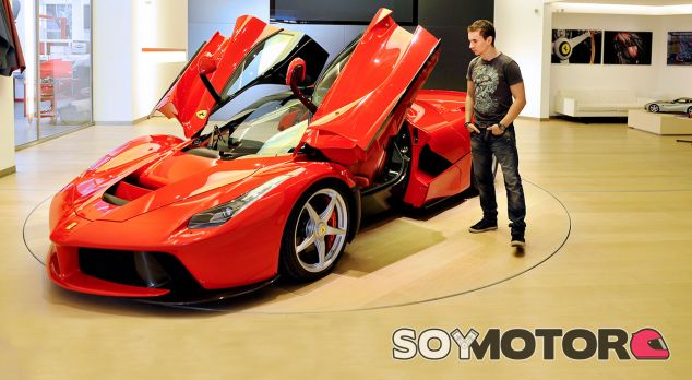 Lorenzo y el Ferrari LaFerrari - SoyMotor.com
