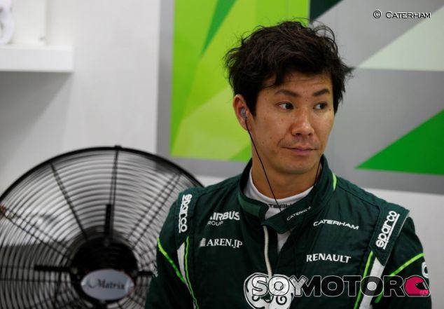 Kamui Kobayashi en el box de Caterham - LaF1.es