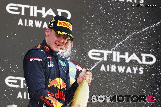 Kari celebra la victoria en Abu Dabi - SoyMotor