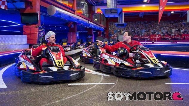 Teodoro y Amador Rivas en el Carlos Sainz Center - SoyMotor.com
