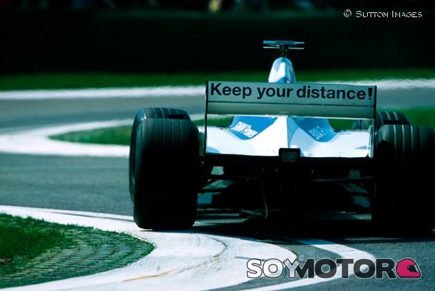 La Fórmula 1 más divertida: pegatinas con sentido del humor - SoyMotor.com