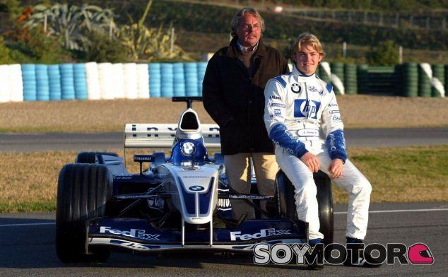 Nico Rosberg junto a su padre Keke en su presentación como rookie en 2006 – SoyMotor.com