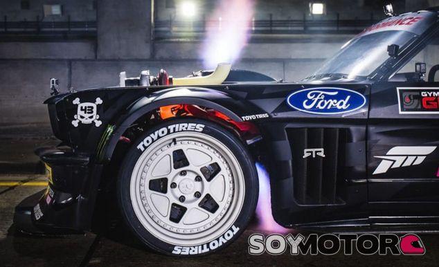 El radical Ford Mustang Hoonicorn V2 no falta a la cita con la Gymkhana 10 - SoyMotor