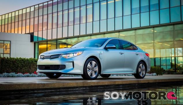 El Kia Optima Hybrid y Plug-In Hybrid ya lucen la nueva imagen del modelo - SoyMotor