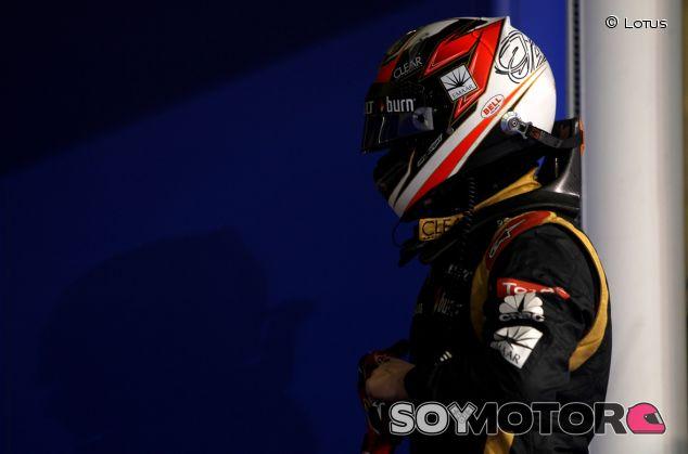 Kimi Räikkönen en el box de Lotus en Abu Dabi - LaF1