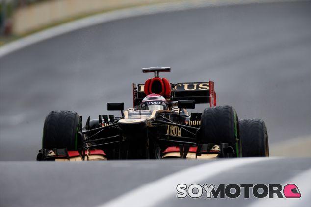 Heikki Kovalainen y su Lotus, en la recta principal de Interlagos - LaF1