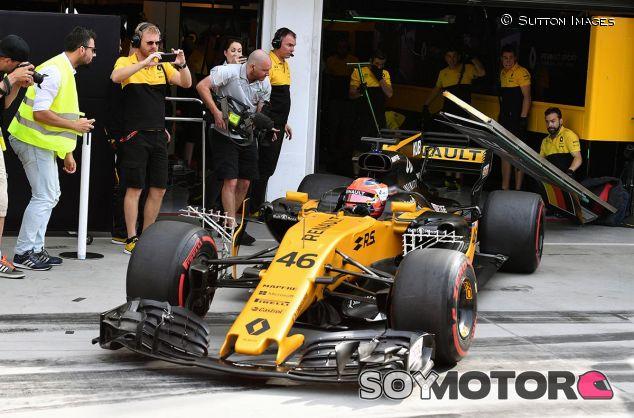 Kubica sale a pista... y se cae el cartel de Nico Hülkenberg - SoyMotor