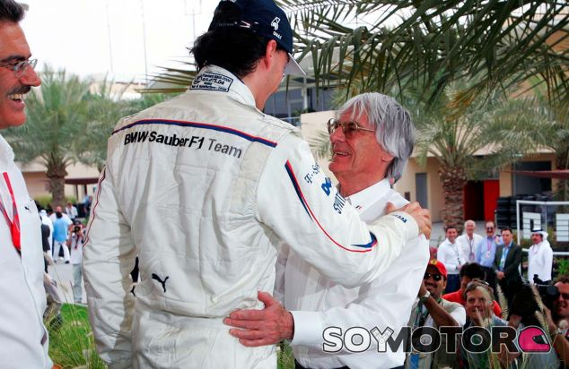 Robert Kubica y Bernie Ecclestone en Baréin - SoyMotor.com