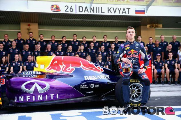 Kvyat seguirá un año más luciendo los colores del primer equipo de la marca de bebidas energéticas - LaF1