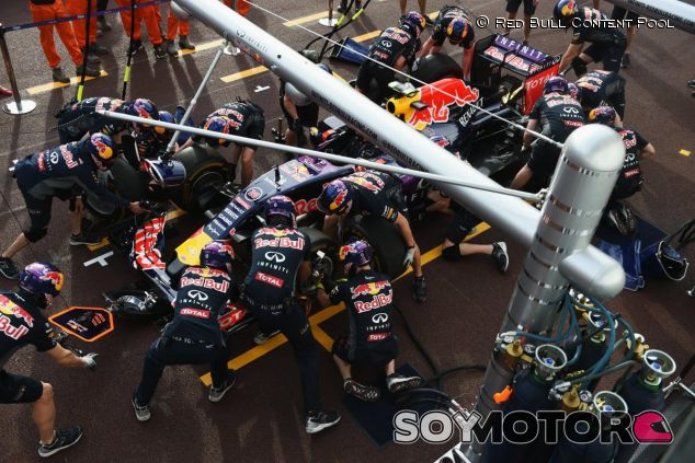 Daniil Kvyat haciendo un pit stop en Mónaco - LaF1
