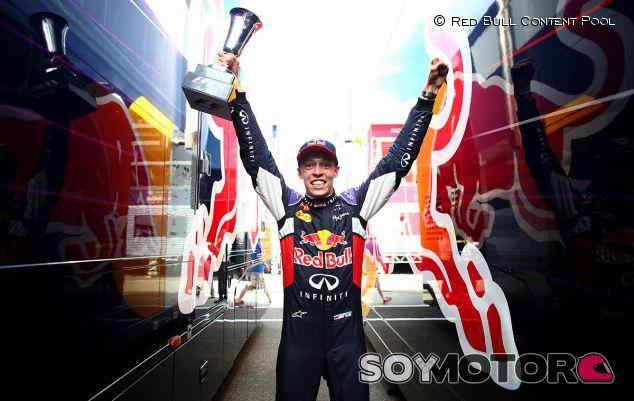 Daniil Kvyat, exultante tras su podio en Silverstone - LaF1