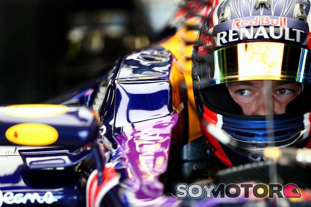 Daniil Kvyat sentado en el RB11 - LaF1.es